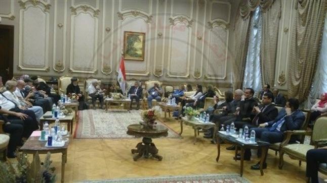 وفد فرنسي بالبرلمان: الإخوان يدفعون أموالًا هائلة لدعم الإرهاب